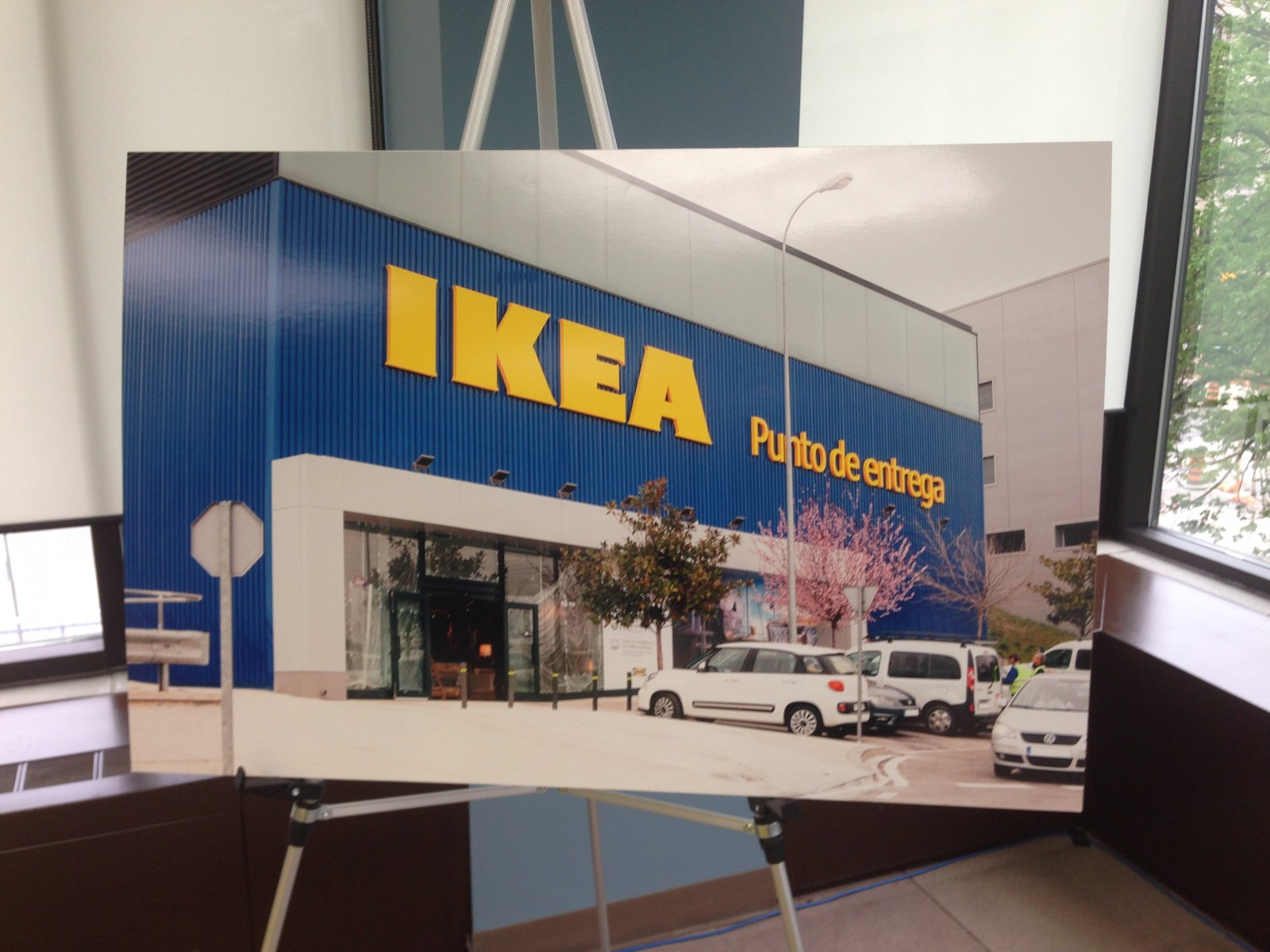 Ikea to open pilot store in london 106 9 the x for Ikea shops london